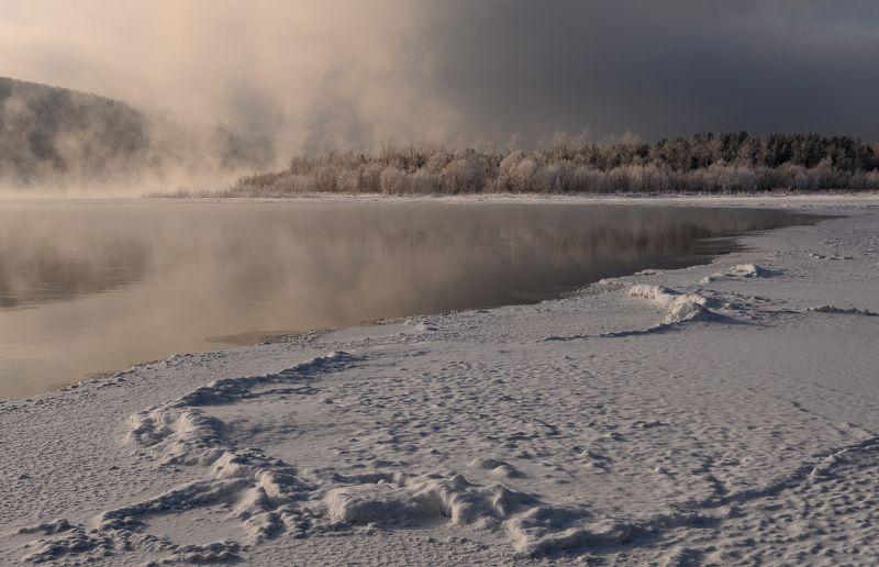 енисей, мороз,  берег. По тонкому льду.photo preview