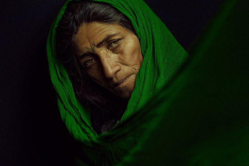 Gypsy womanphoto preview