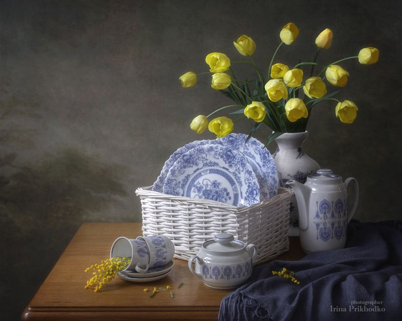 натюрморт, цветы, тюльпаны, мимоза, букет, посуда, кухня, настроение, художественное фото Весеннее настроение на кухнеphoto preview