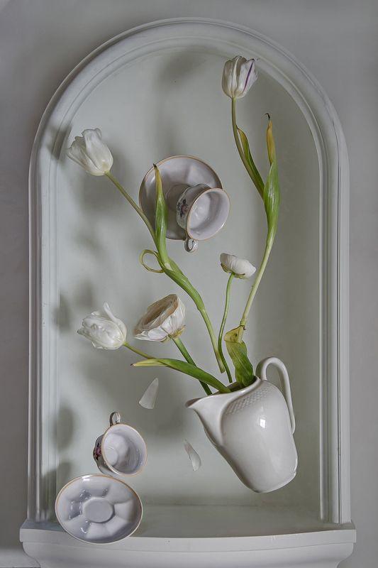 натюрморт, фарфор, цветы, тюльпаны Левитацияphoto preview