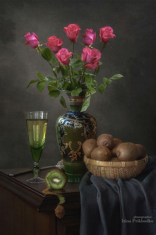 натюрморт, цветы, букеты, розы, фрукты, киви, вино, винтажный Натюрморт с розами и кивиphoto preview