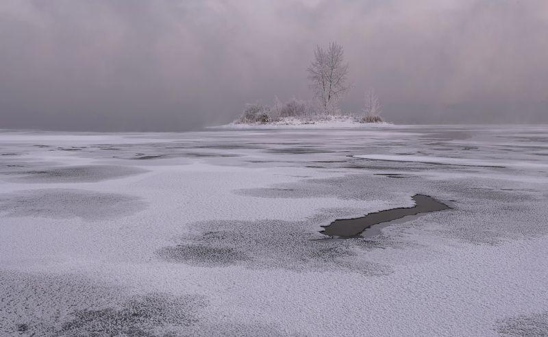 енисей, островок, лёд. Островок.photo preview