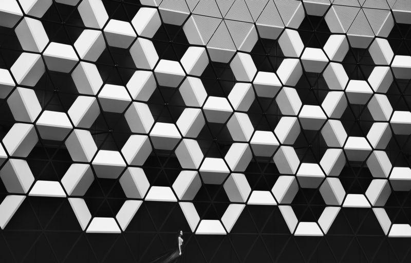 архитектура,девушка,чб СОТЫphoto preview