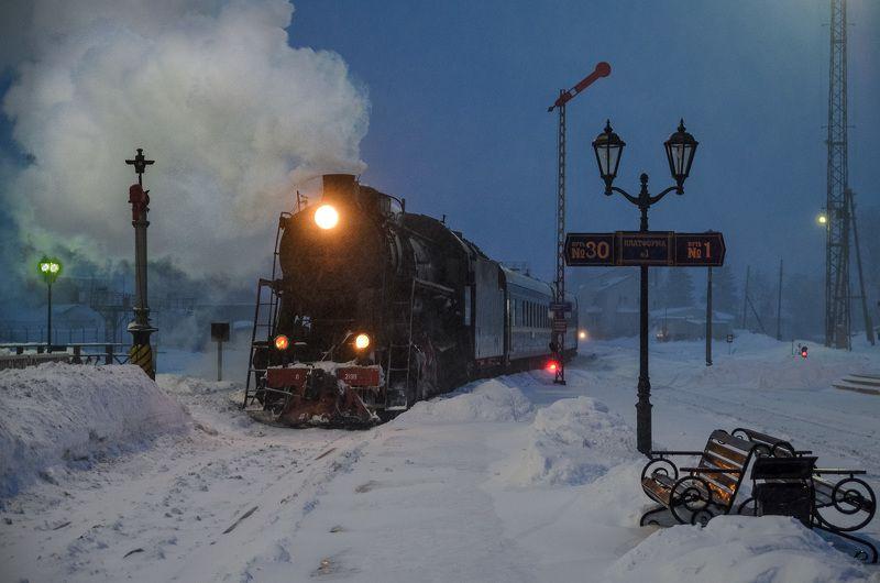 паровоз, ночной экспресс, зима, поезд, люди, снег, репортаж, карелия, сортавала, рускеала 7-40. Ночной экспресс прибывает на станцию.photo preview