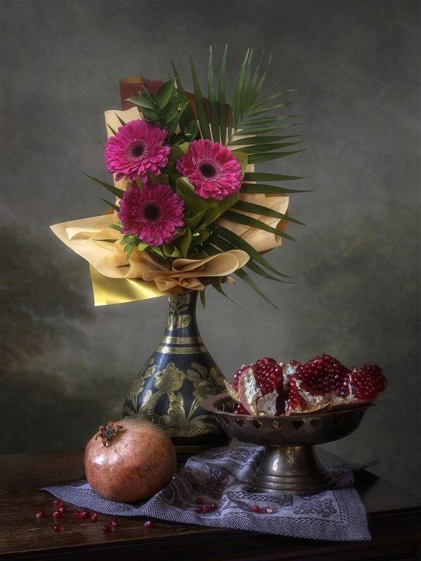 натюрморт, букет, цветы. подарок, поздравление, фрукты Дарите женщинам цветы!photo preview