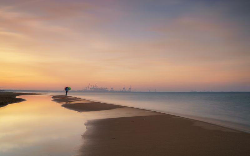 sea, port, febuary, girl, umbrella, sunset Umberllaphoto preview