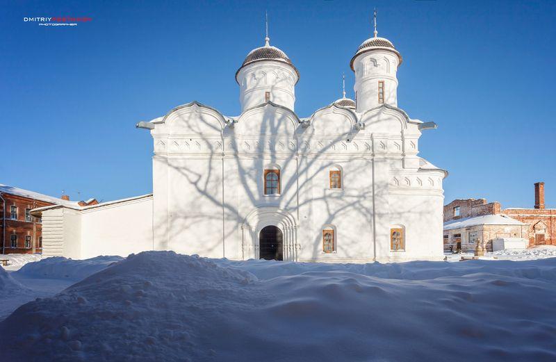 пейзаж,город,зима,храм,кремль,монастырь,церковь,религия,архитектура Тени дерева на стенах Ризоположенского собора. Суздаль,зима 2021.photo preview