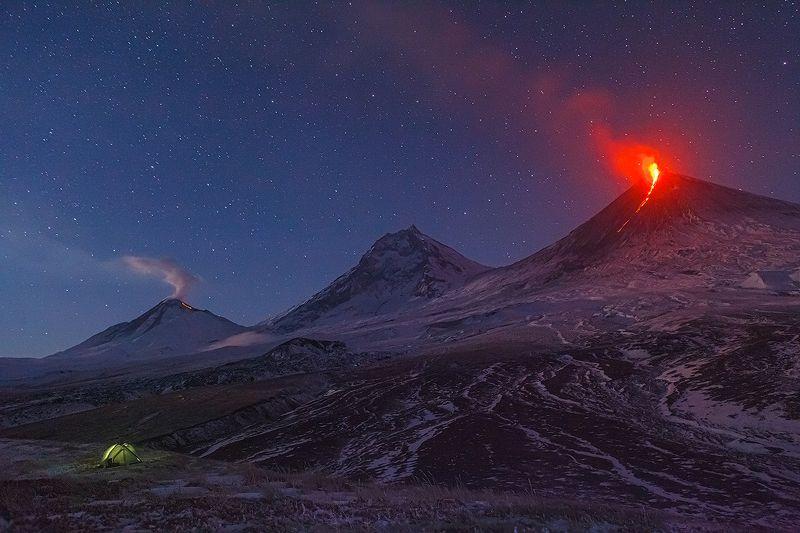 Камчатка, вулкан, извержение, природа, путешествие, фототур, пейзаж, лава, рассвет, звезды Два потокаphoto preview
