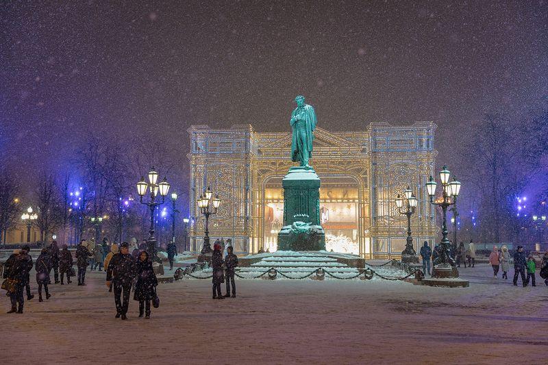 пушкин, монумент, москва Памятник Пушкину на Пушкинской площади в Москвеphoto preview