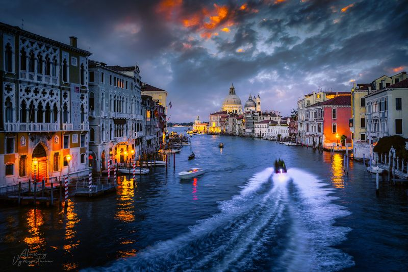 venice, italy, veneto, police boat, evening, night, urban Переполох в Венецииphoto preview