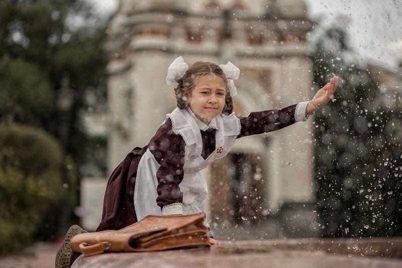 вода, фонтан, дети, школьница, ссор, ретро, брызги, каникулы, естественный свет, локация, винтаж Счастьеphoto preview