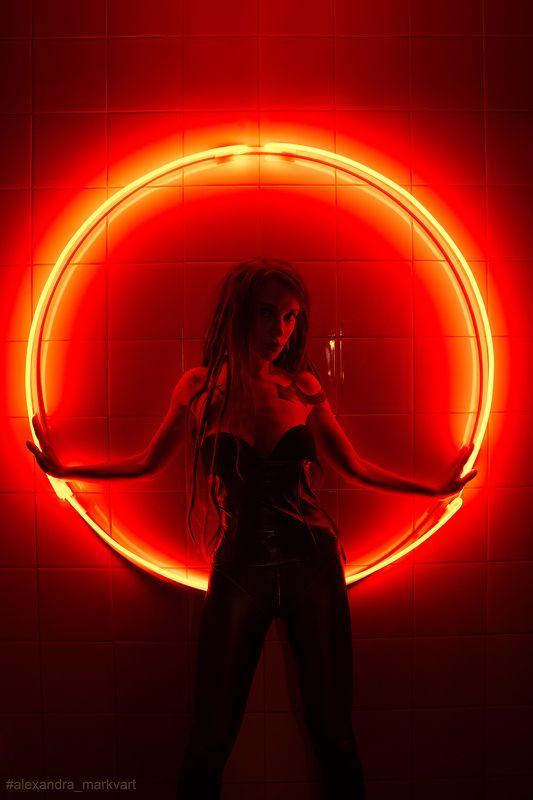 Цветной свет, фэшн, fashion, портрет, креативный свет Красный photo preview