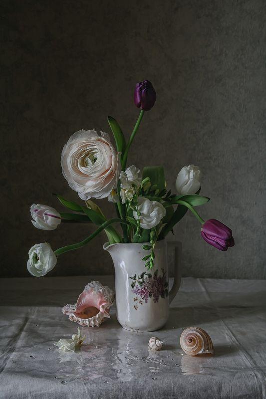 натюрморт, фарфор, цветы, тюльпаны, ракушки Тюльпаны, лютик и ракушкиphoto preview