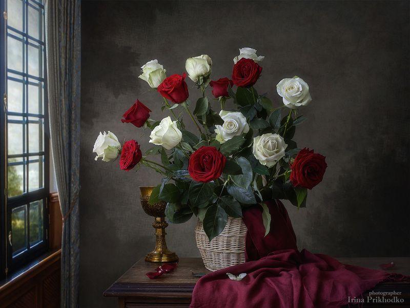 натюрморт, винтажный, цветы, букеты, розы, художественная фотография Натюрморт с букетом красных и белых розphoto preview