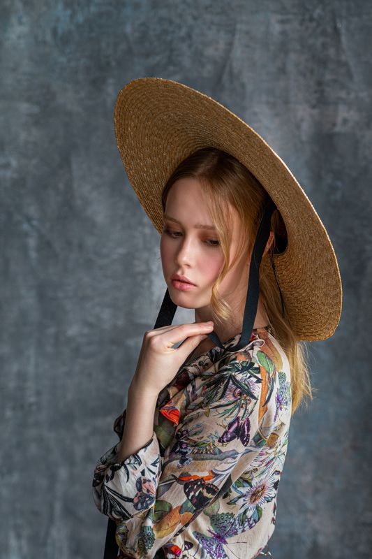 eyes; face; girl; hat; people; portrait; woman;  Straw hatphoto preview