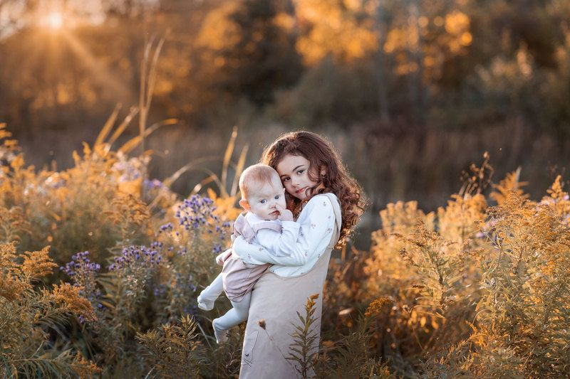 kids, baby, girls, family, spring, march, day light, sun, gold, red hairs, sisters, sunshine, love, Toronto, Moscow, Kostroma, New York, Canada, Nature, lockdown, face, portrait, flowers, warm, forest, March break Springphoto preview