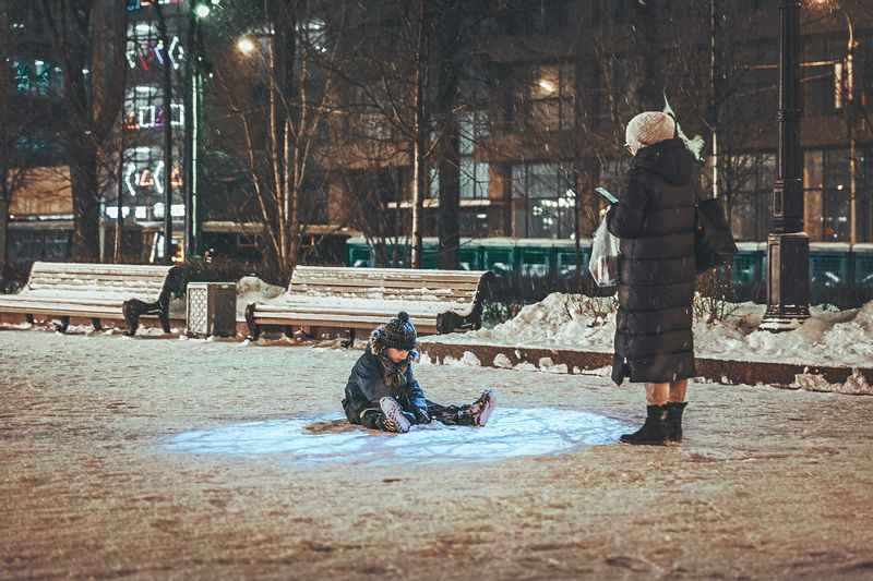 дети, детство, город, зима В круге светаphoto preview