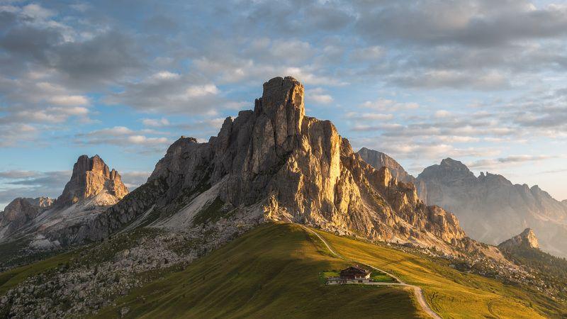 италия, доломиты, горы, облака, восход, осень, природа, landscape, italy, dolomites, golden light, sunrise, passo di giau На перевале Passo di Giau.photo preview