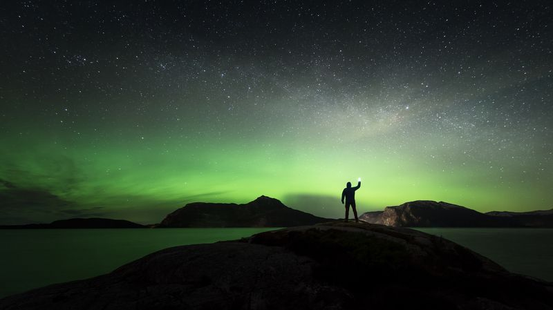 norway,landscape,light,night,aurora walking with the lightphoto preview