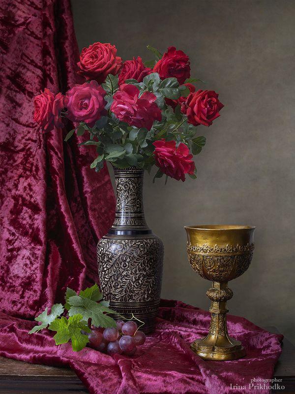 натюрморт,  цветы, букеты, розы, садовые, кубок, винтажный натюрморт с кубком и букетом алых розphoto preview