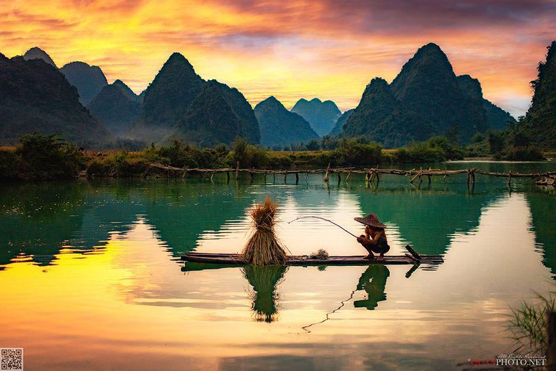 quanphoto, landscape, sunset, sundown, twilight, fishing, mountains, fisherman, reflections, rural, river, vietnam Fishing at Sunsetphoto preview