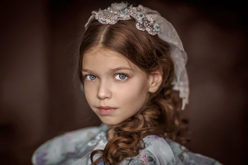 детский портрет, взгляд, естественный свет, полный кадр Взглядphoto preview