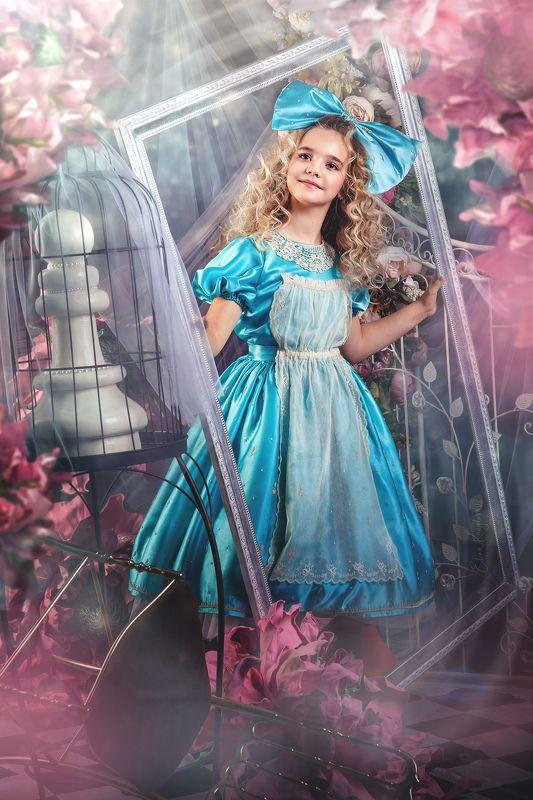 Алиса в зазеркальеphoto preview