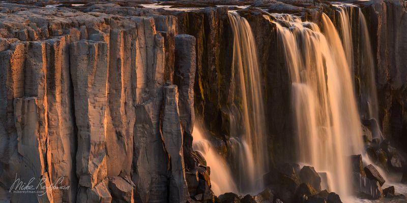 Водопад в вечернем светеphoto preview