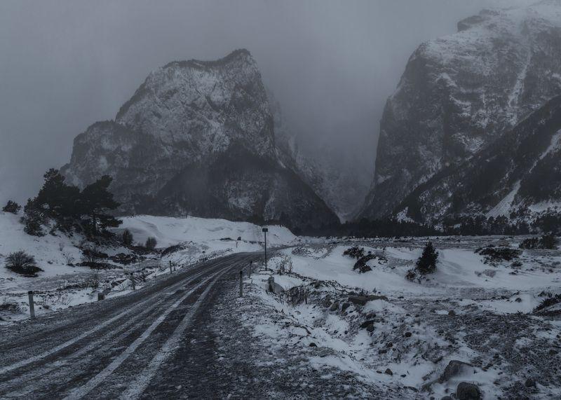 горы, природа, кбр, метель, зима, кавказ, уштулу, Зимние дороги Уштулуphoto preview