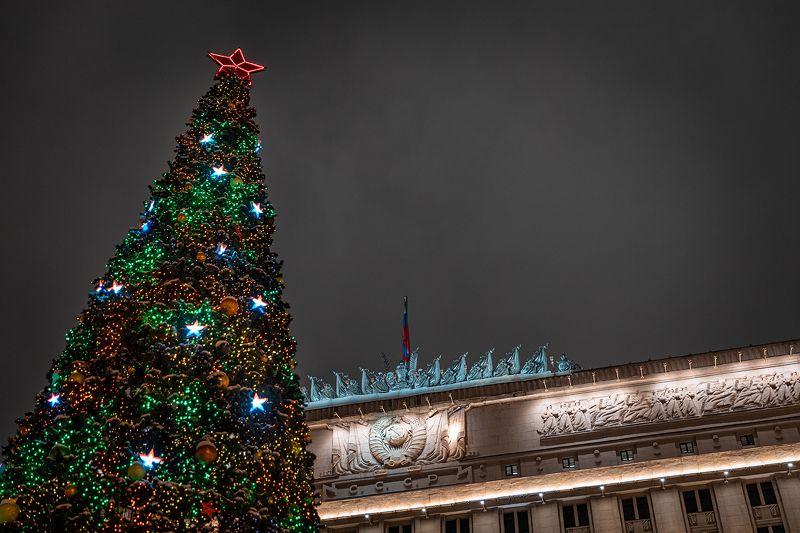 елка, новый год, ссср, герб, фасад Елка рядом с историческим фасадом здания Министерства Обороныphoto preview