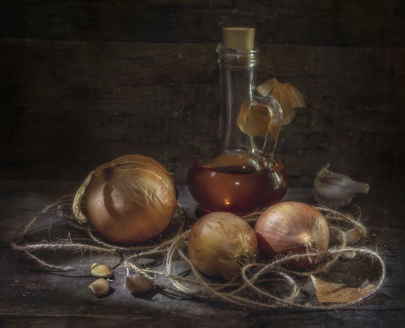 лук,винный уксус,чеснок,веревка,сосуд,овощи,тёплый,шелуха Три луковицы !photo preview