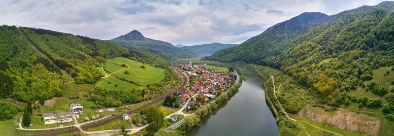 апрель, весна, горы, дорога, европа, панорама, река, словакия, татры Весна на реке Bar. Kralovanyphoto preview