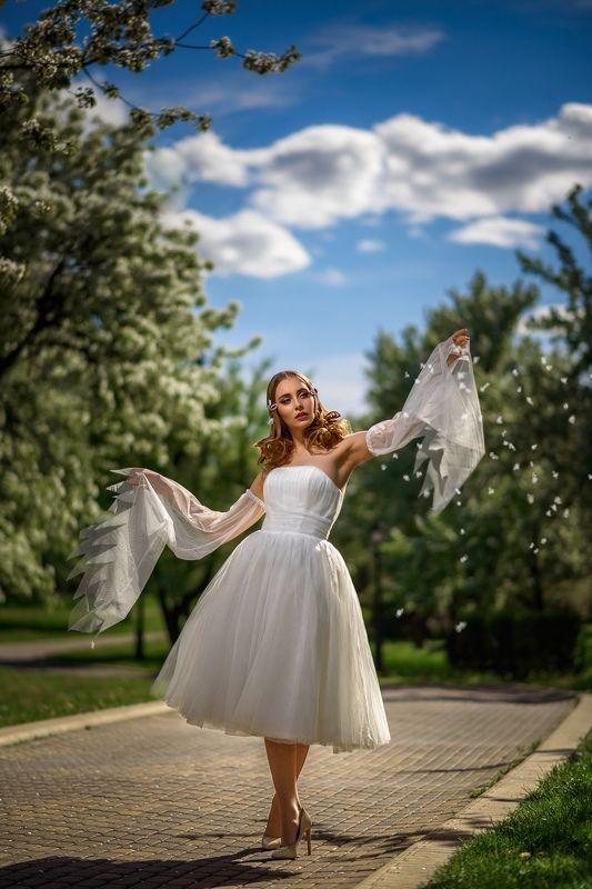 portrait girl  white model dmitrymedved Девушка в садуphoto preview