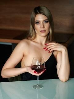 Dame avec un verre