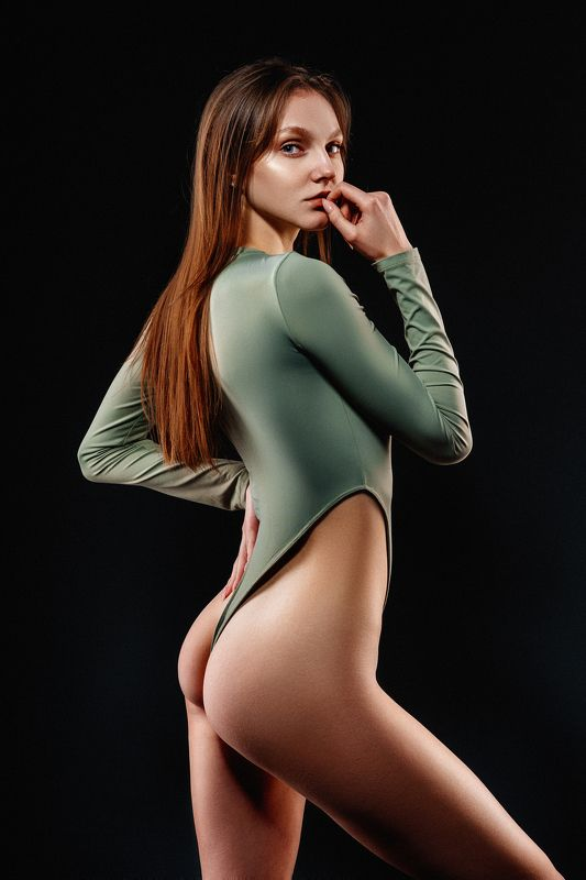 girl, studio, face, body, green Надинphoto preview