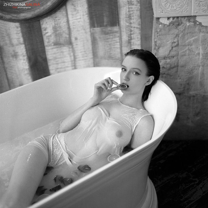девушка, пленка, чб, черно-белое, ванна, мокрая, купание, артню, нюарт, ню, film, girl, face, b&w, bw, black and white Женские радостиphoto preview