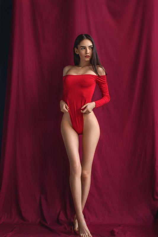 девушка в красном портрет Polinaphoto preview