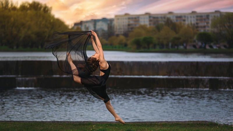 девушка ткани портрет танец portrait dancer В танцеphoto preview