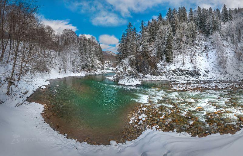 кавказ, кавказские горы, скалы, лес, пихты, ель, деревья, в снегу, снег, зимнее, март, ранняя весна, зима, карачаево-черкесия, река, течение, большая лаба, берег, порог, мост, Река Большая Лабаphoto preview