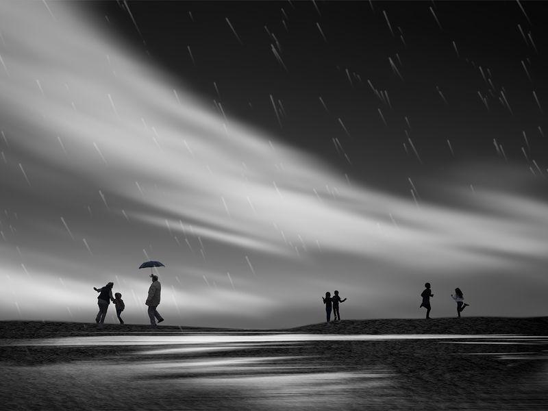 Танцы под дождемphoto preview