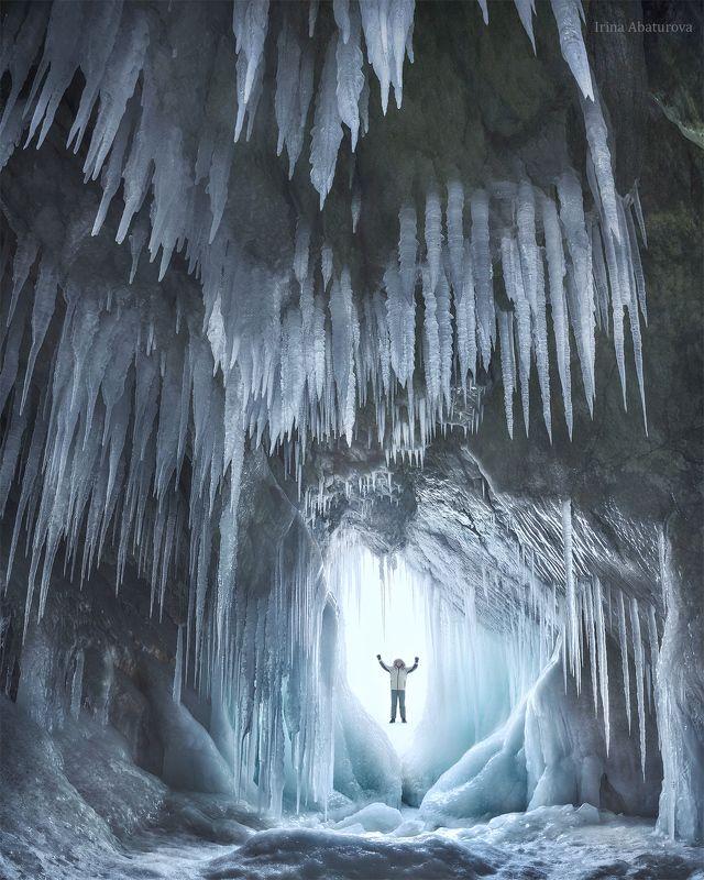 Байкал, лед, сосульки, пещера, грот, зима Грот Анатоличаphoto preview