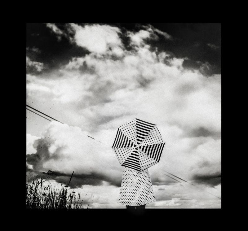 чб,арт,зонт,девушка Вселенная зонтов,плывущих в неизвестностьphoto preview