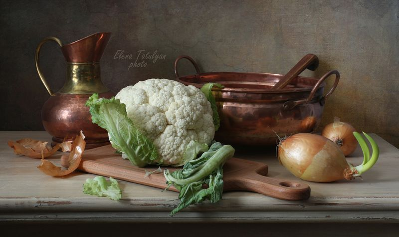 медная посуда, цветная капуста С цветной капустой и медной посудой фото превью