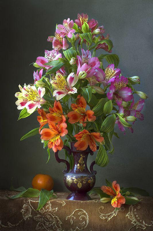 натюрморт с альстромериями,весна,букет,цветы,художественное фото,искусство. Восхитительные альстромерииphoto preview