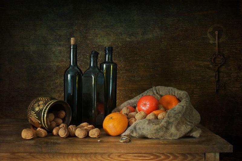 Натюрморт с мандаринами и орехамиphoto preview