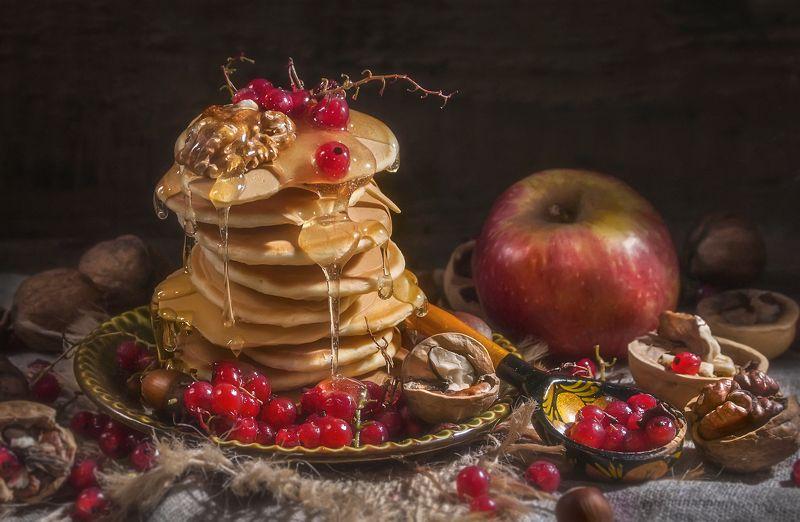 оладушки,тепло,красная смородина,ягоды,орехи,мёд,сироп,вкусные,яблоко Со смородиной !photo preview