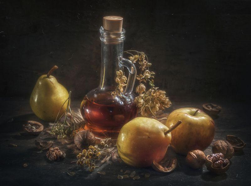 фрукты,сироп,бутылка,яблоко,груши,травы,орехи,тёмный Терпкий сиропphoto preview