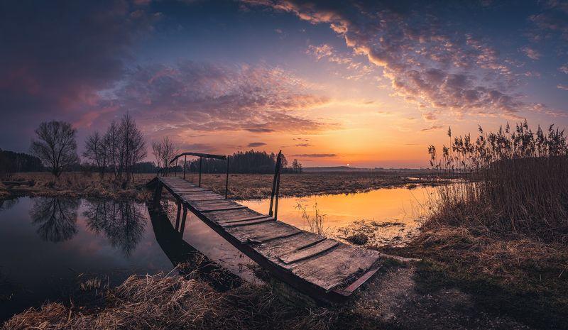 Footbridge near the Sulejowski reservoirphoto preview