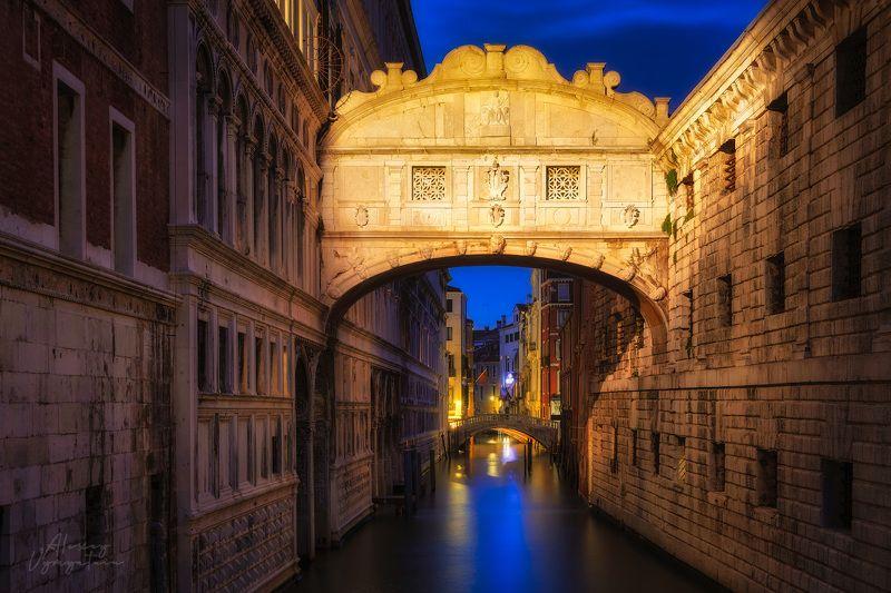italy. venice, bridge, canal, night, evening Breathphoto preview