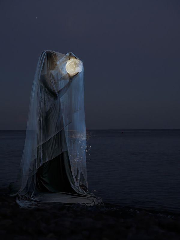Луна, море *photo preview